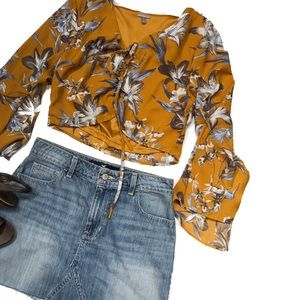 NWT bell sleeve Crop blouse